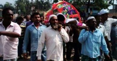 হরি বোল ধ্বনিতে হিন্দু প্রতিবেশীর সৎকার করলেন মুসলিমরাই