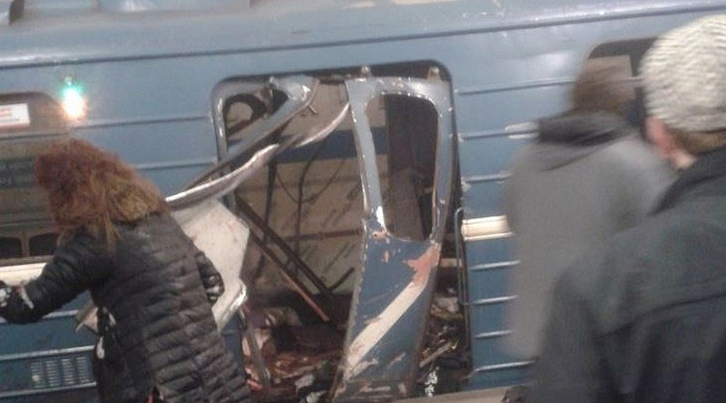 Twin blasts hit Moscow metro station, 10 killed