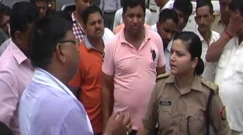 Woman Police Officer harrased by BJP Workers in Uttarpradesh