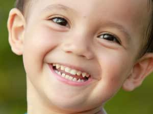 dt_140402_toddler_smile_teeth_800x600