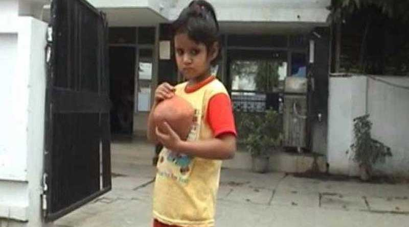 5-year-old Meerut girl bribes cop, ask him to find mother's killer