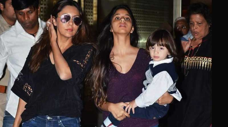 Gauri, Suhana, AbRam relaxes on beach while SRK busy with JHMS's promotion
