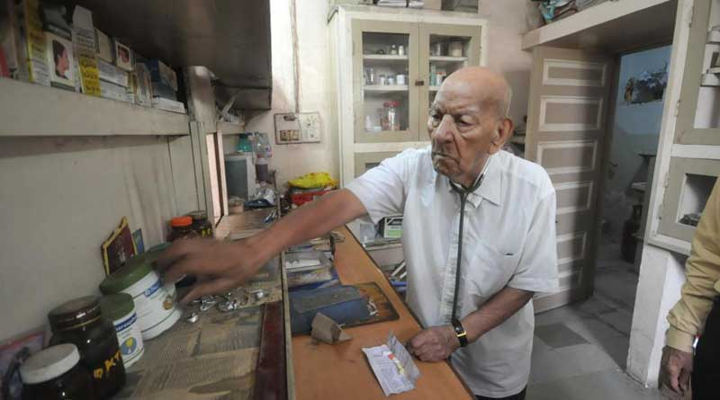 Pune's 102-year-old doctor still treats patients 7 days a week