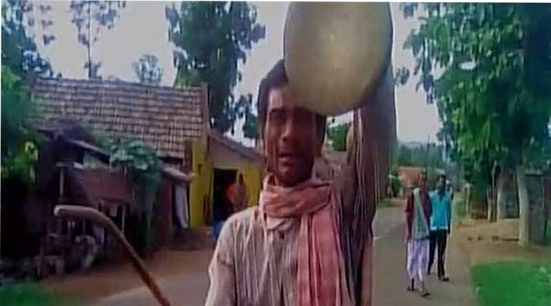 Wife voted against 'Sarpanch', Husbanband forced to play gong across villages in Odisha