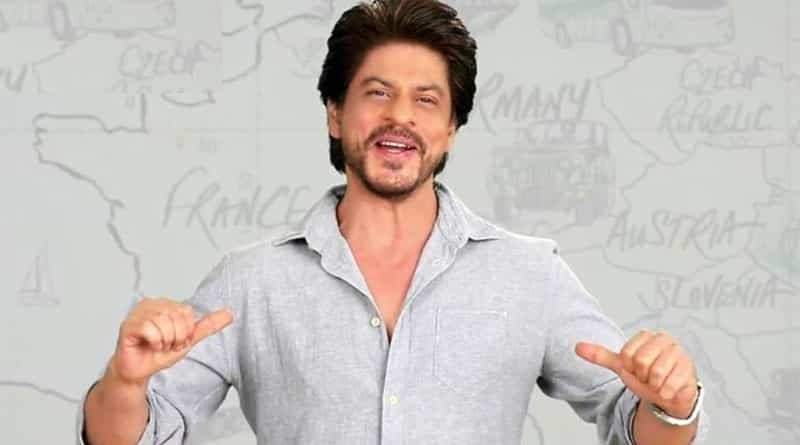 Shah Rukh Khan jumps into a pool to celebrate Twitter fan following