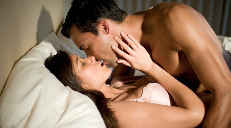 couple-kiss_web