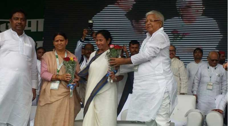 Mamata stands with Grand Alliance, patna cheered for bengal CM