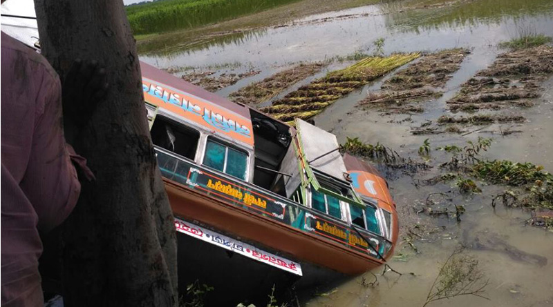 Bus turns turtle in West Bengal's Nadia, 8 killed