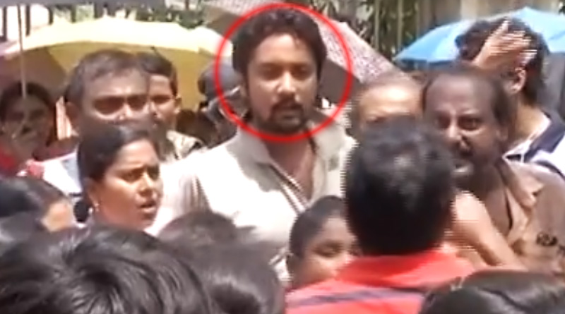 Parents protest outside school over fee hike in Kolkata