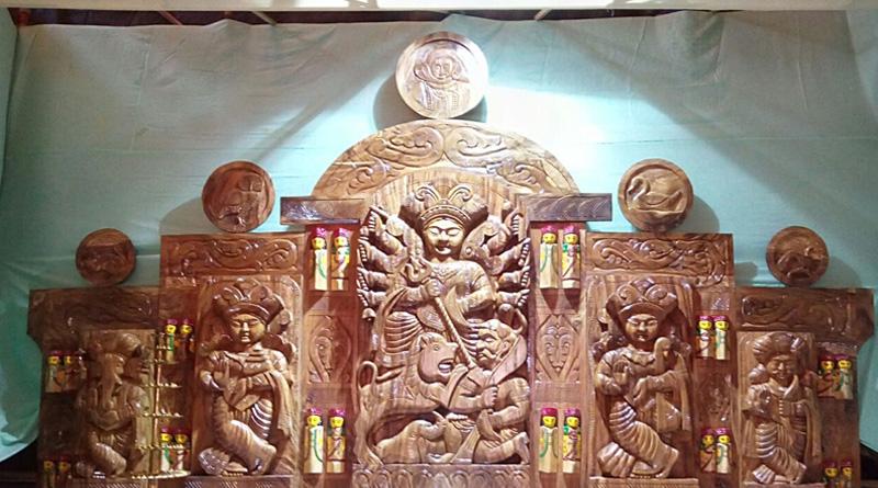 800 kg Wooden Durga idol in Durgapur center of attraction