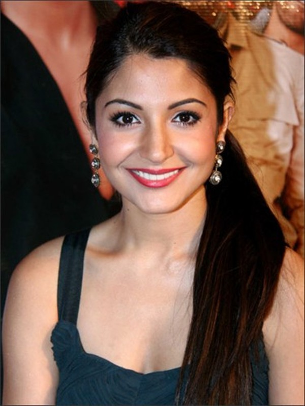 Anushka-Sharma-Smiling-Face