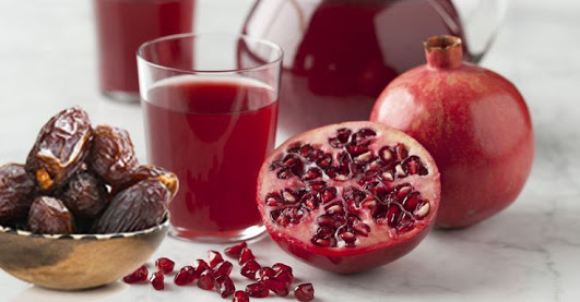 The-mixture-of-pomegranate-juice-and-palm-might-save-your-life-..-