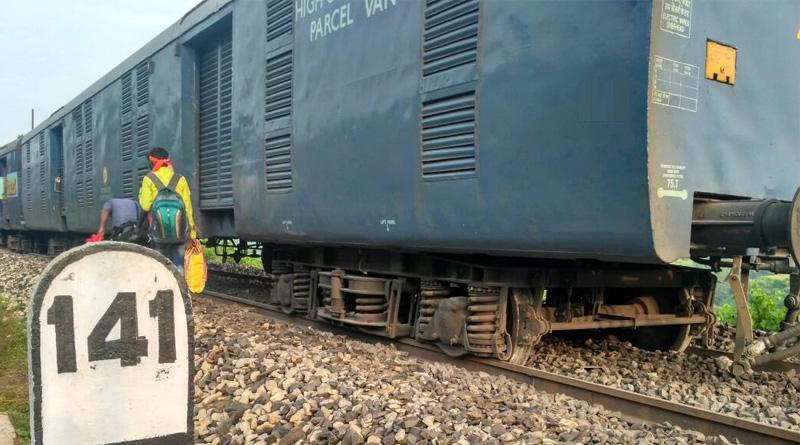 Seven coaches of Howrah-Jabalpur-Shaktikunj Express derail