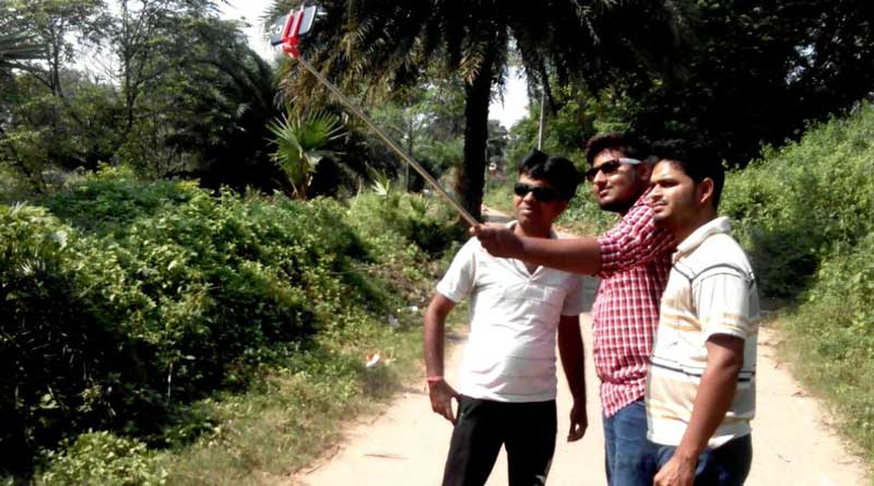 Haunted village in Asansol becomes selfie spot on Laxmi Puja