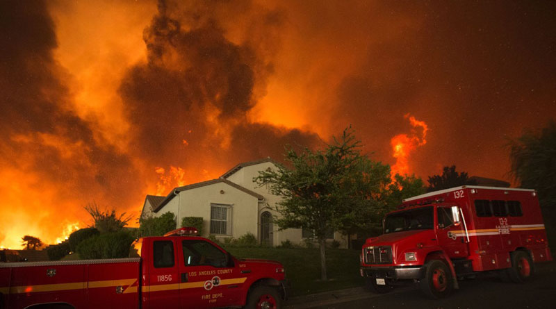 Wildfire in California killed 10, guts 1500 houses