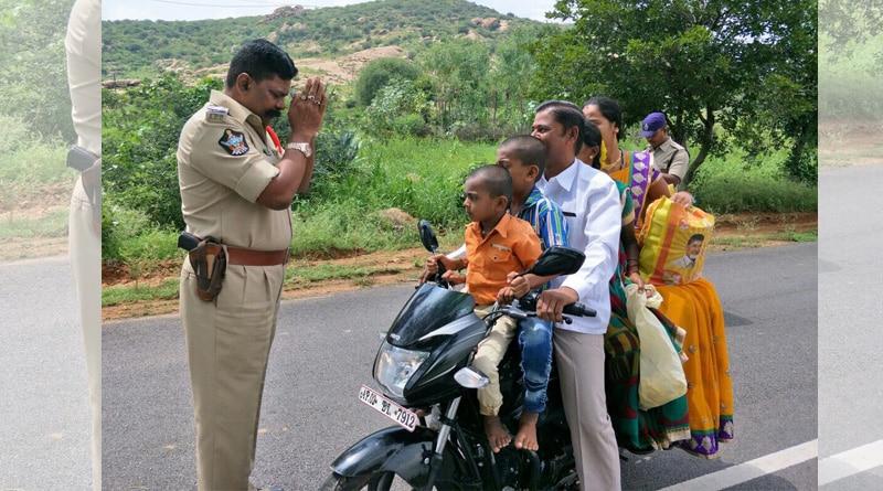 Photo of traffic cop pleading before traffic violator goes viral