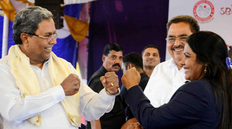 Karnataka Chief Minister Siddaramaiah 'punched' mayor Kavita Sanil