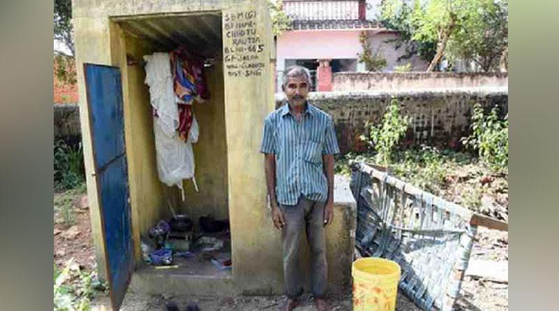 Odisha: this man man  lives inside Swacch toilet