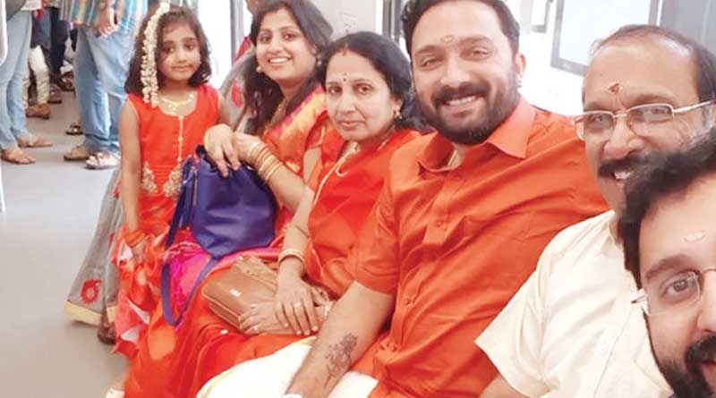 Groom and his family used metro to reach Bride's home in time