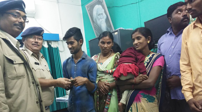 police took the initiative to send 8 labours back to their home state Maharastra