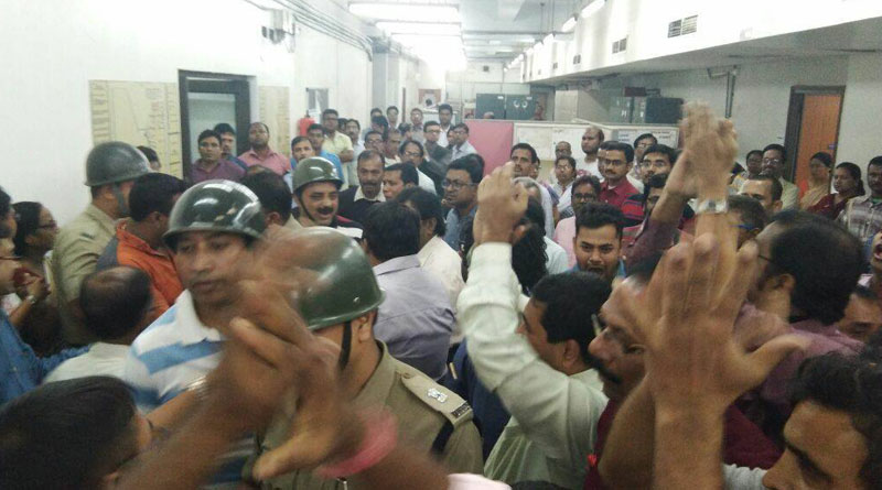 workers agitation at swastha bhawan in protest of alleged transfer, one dead
