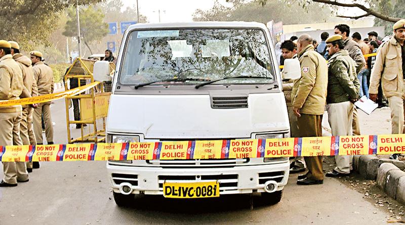 Goons fire shot at bus driver, kidnap boy in Delhi