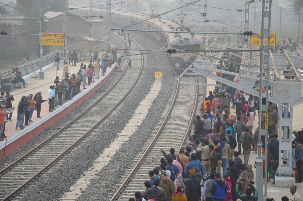 KATWA TRAIN CHAOS (1)
