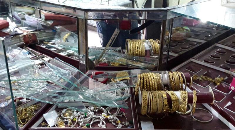 Trader borrows money to pay goons in Nadia