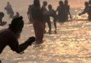 কীসের টানে সাগরে পুণ্যস্নানে ছোটেন লক্ষ লক্ষ মানুষ?