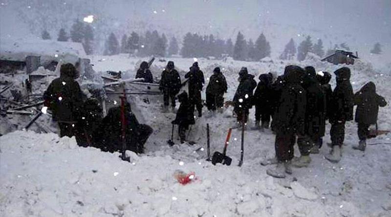 Avalanche hits passenger vehicle in Kashmir, 6 dead