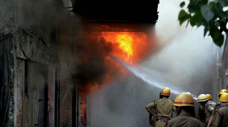 Massive fire broke out in Kolkata | Sangbad Pratidin