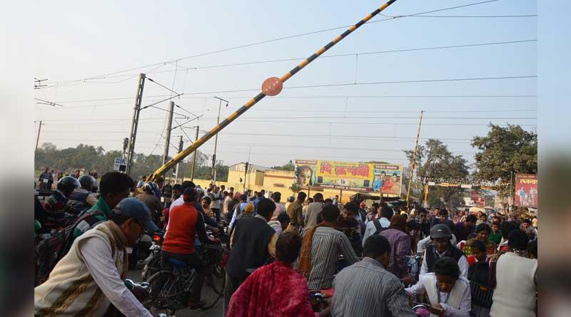 Accident on rail gate halts Howrah-Katwa train services