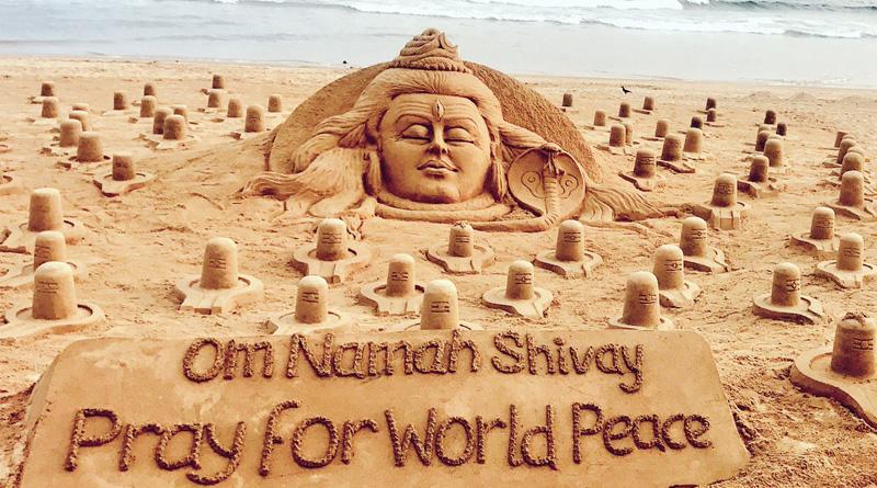 Sand artist Sudarsan Pattnaik creates 108 sand Shiva Lingas on Odisha beach