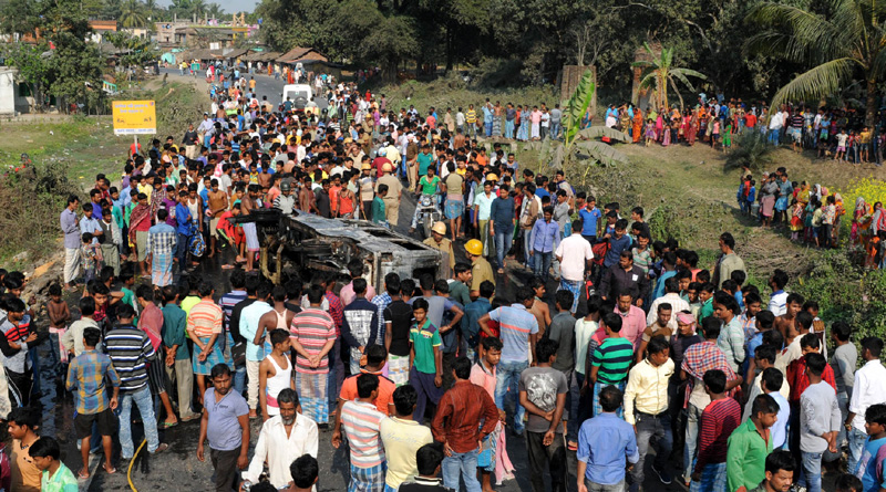 Four injured in Barasat road accident