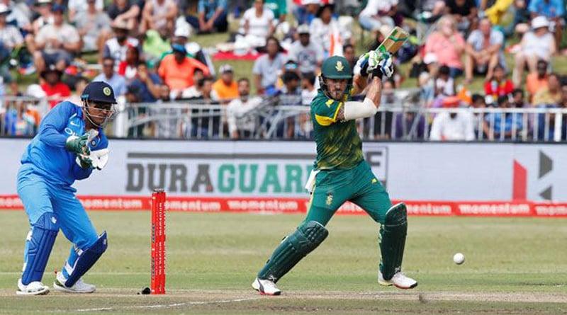 Stumps stumped MS Dhoni, capture 'Galli cricket' tone