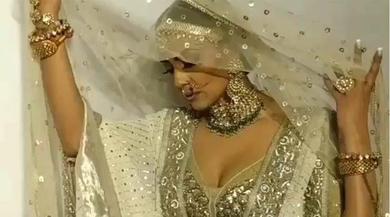 Sushmita Sen walks to Umrao Jaan song at Lakme Fashion Week