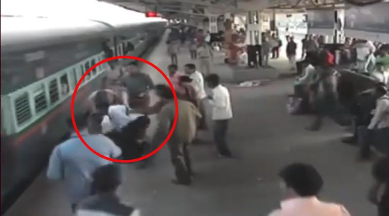 Ticket examiner saves man from sure death at Kalyan station
