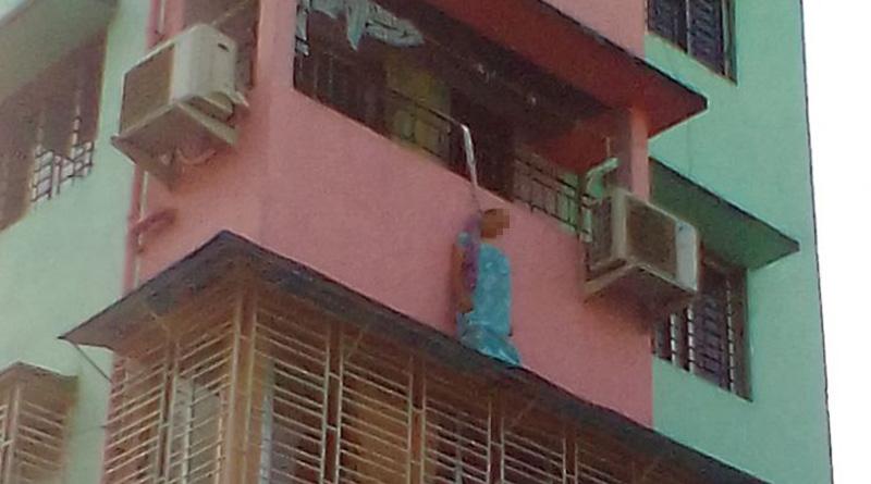 woman-hanging-web