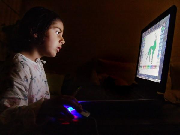 Cnwintech_Child_and_Computer