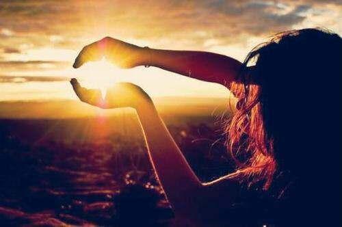 girl-watching-sunrise-lovesove