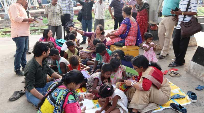 Mobile school for street-children in Burdwan