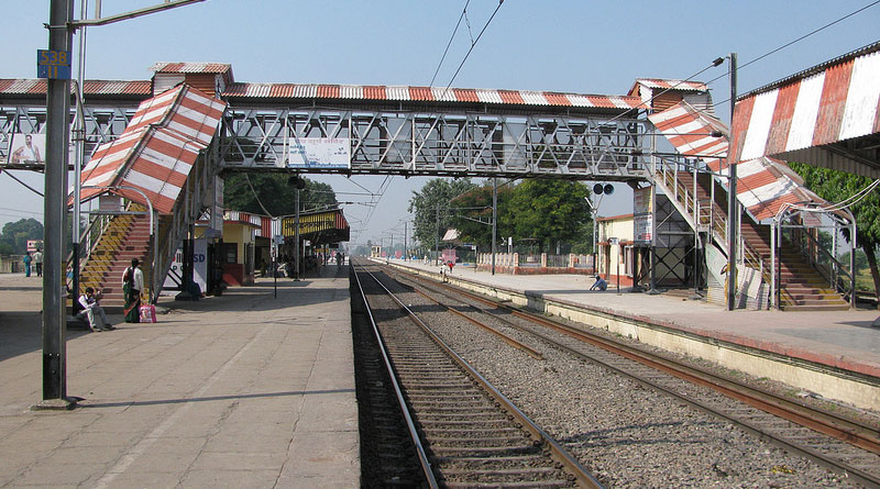 Earthquake rumour sparks stampede at Bihar Sharif station, 100 injured