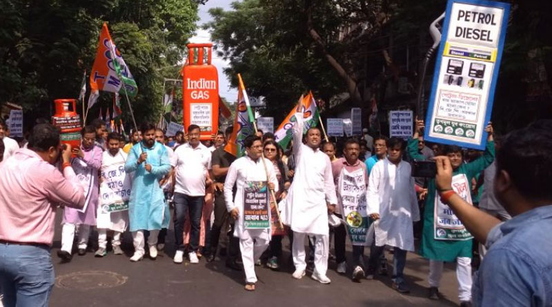 TMC hits Kolkata roads protesting price rise