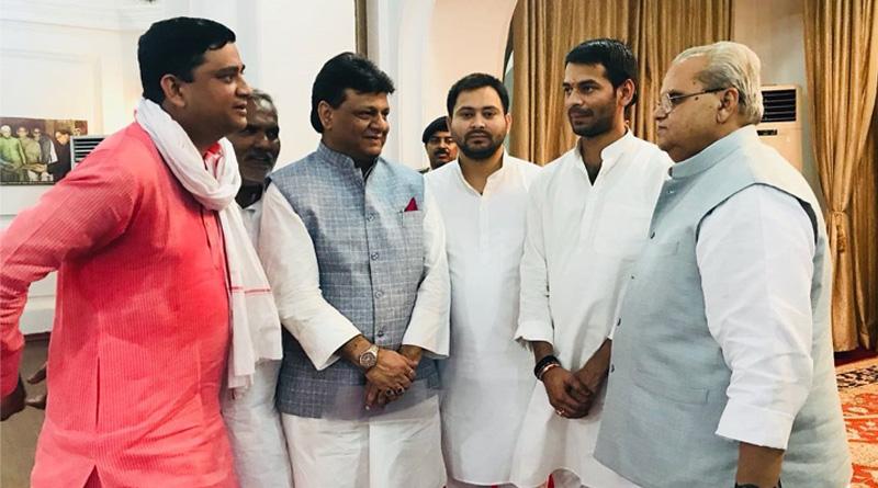 Now Tejashwi Yadav meets Bihar Governor, stakes claim to govt