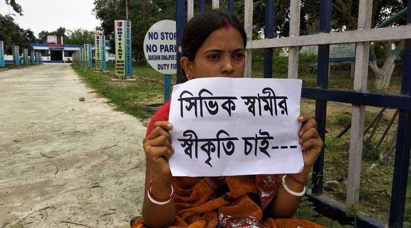 South Dinajpur: pregnent wife of a civic volunteer agitates in front of police station