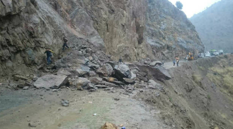Bengal tourists trapped in land slide in Kashmir,CM Mamata order fast action