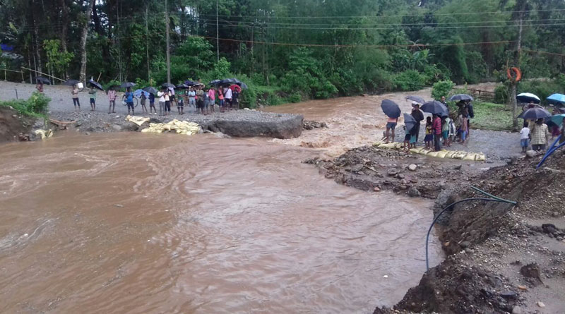 Dwarres disconnected with Siliguri, strong rains in north