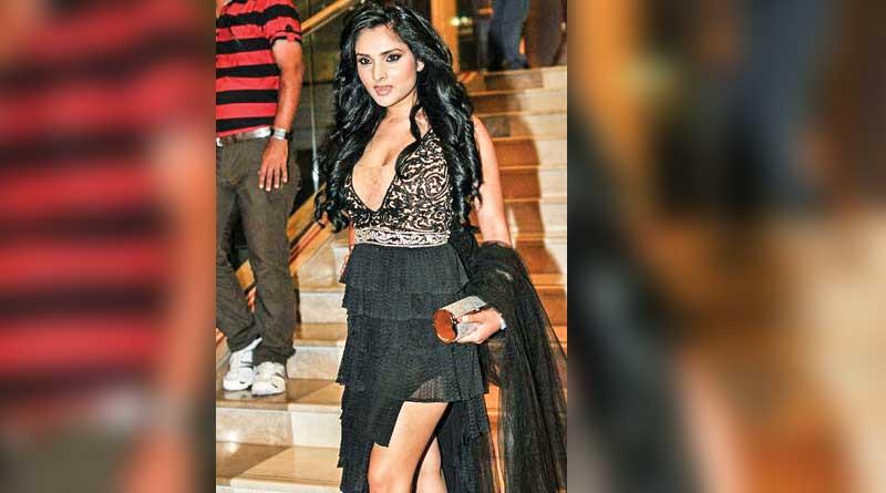 Gorgeous Divya Ramya spreading hotness in Bengaluru's gen y