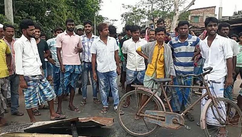Protest in Bhangar after Red Star leader Alik Chatterjee's arrest