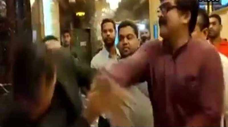 MNS goons thrash Pune theatre manager over popcorn price